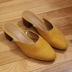 ❗Universal Thread Mustard Suede Mules❗size 8